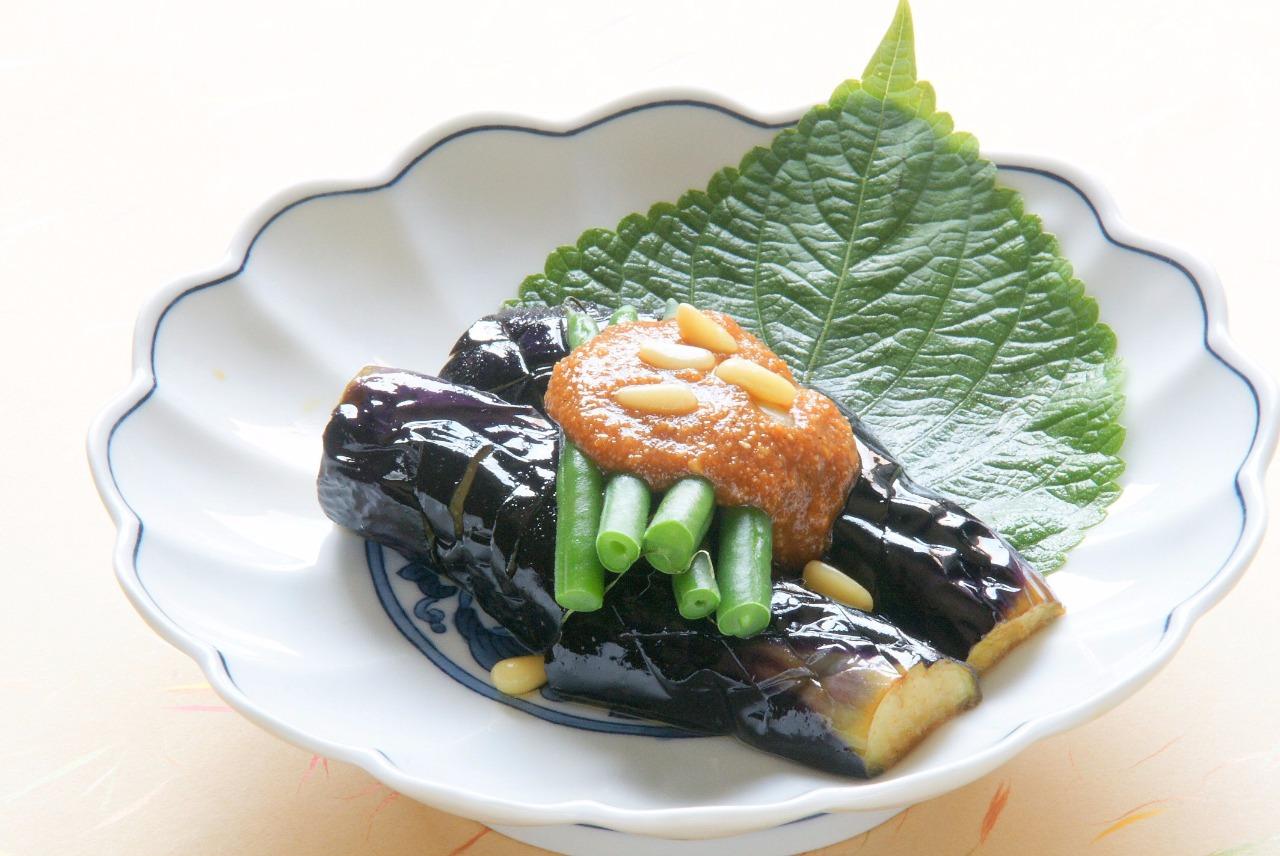 香ばしいごま風味漂う  韓国風秋茄子の揚げ浸し(青豆の味噌だれ添え)