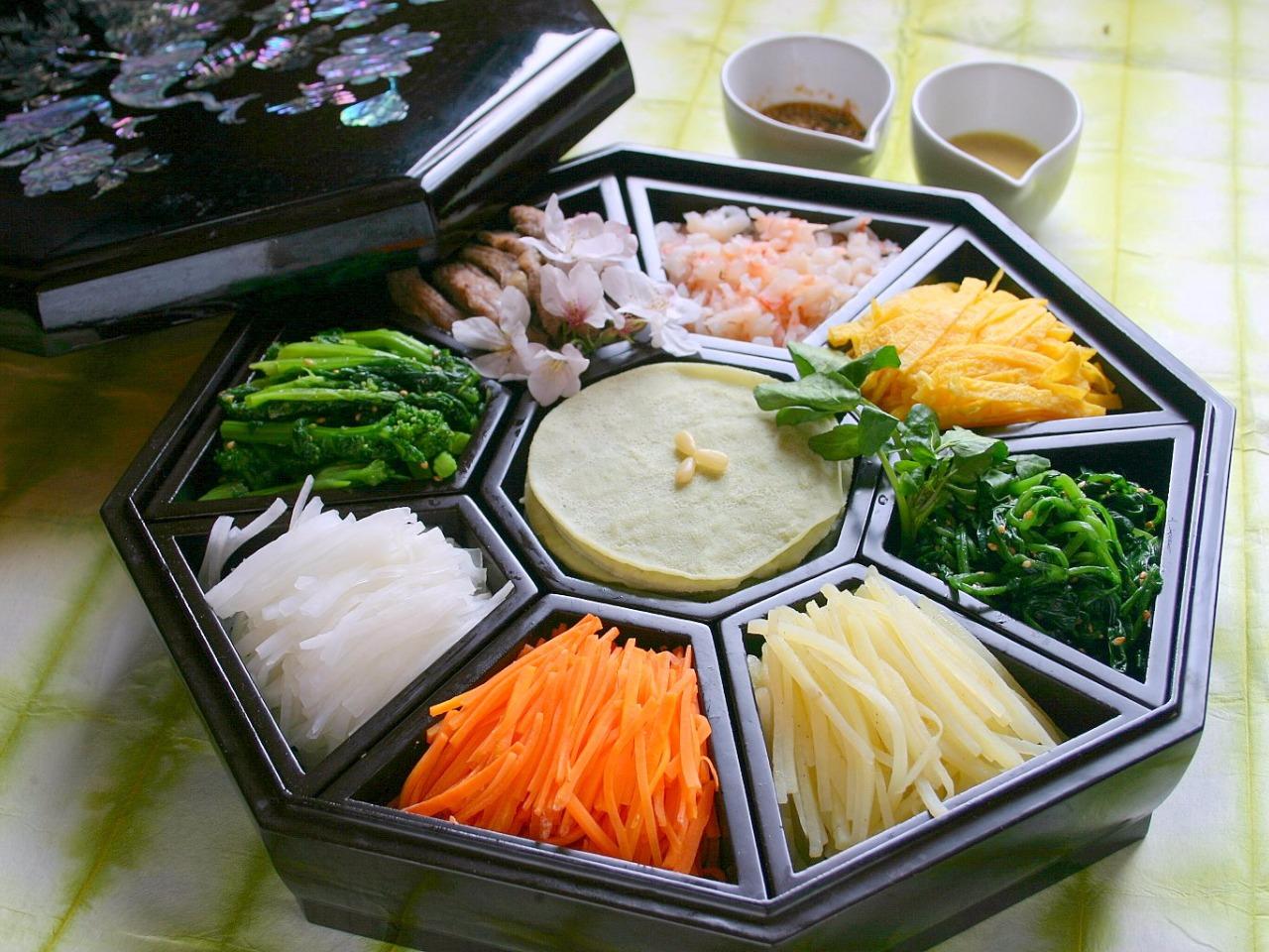 春を楽しむ。宴会コースに 春野菜の九節板(クジョルパン)