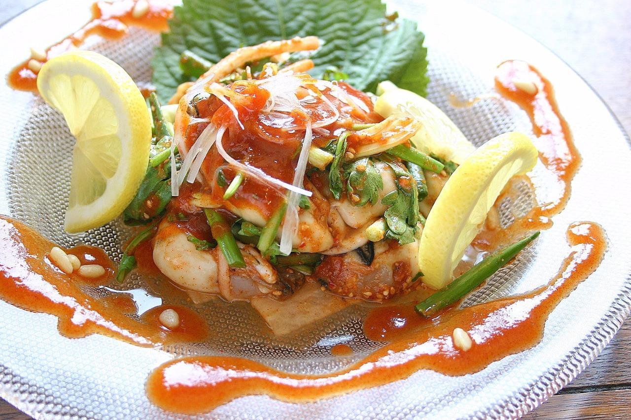 香草とチョジャンのハーモニー 旬を楽しむ 牡蠣フェ